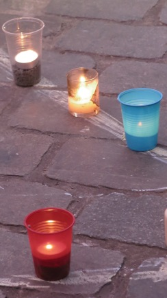 Bougies sur la place 1080